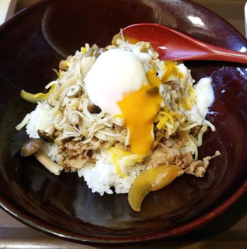 すき家ペペロンチーノ牛丼卵